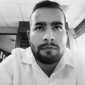 Asistente Hugo Flores
